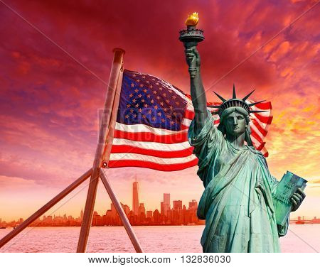 Liberty Statue New York skyline and American flag Symbols USA photomount