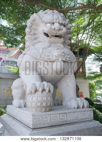 Carved stone lions White stone lion statue Lion stone sculpture beautiful stone lion