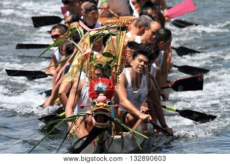 HONG KONG - MAY 25, 2014: Unidentified team competes at the 2014 Dragon Boat Race to celebrate the Tuen Ng festival at Chai Wan bay on May 25, 2014 in Hong Kong.