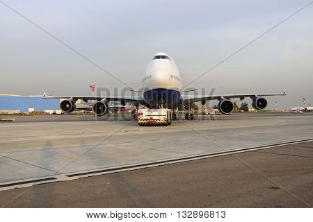 Boeing 747 Transaero Towed To The Runway.