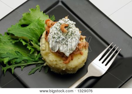 Mashed Potatoes With Shrimps And Creamy Cheese