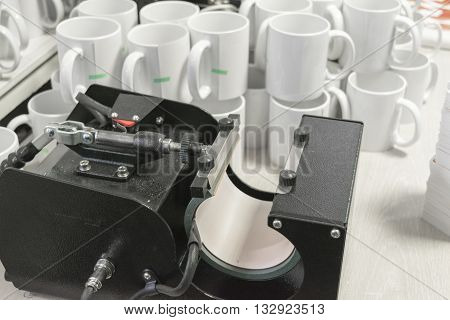 black sublimation printing equipment and white mugs