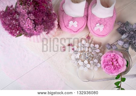 Baby shower decoration with flowers - it is a girl