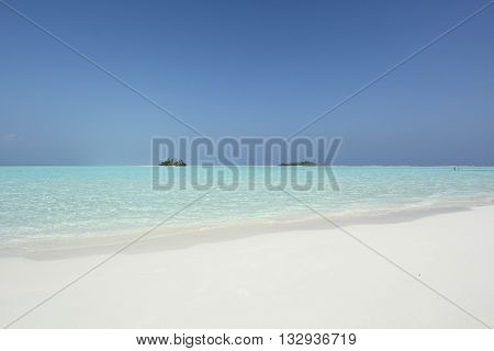 Maldivian island in turquise water with white sand