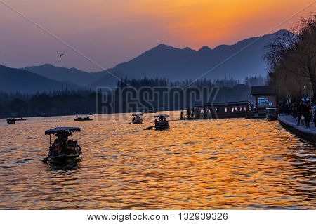 Boats Sunset Orange Relfection West Lake Hangzhou Zhejiang China .