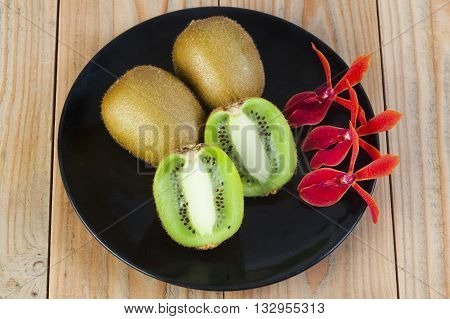Kiwi fruit is placed on the container.ornamental orchids.