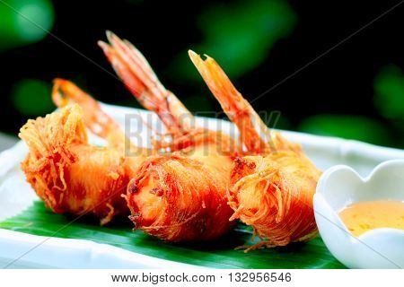 kung sarong noodle worpped deep fried shrips with plum souce.