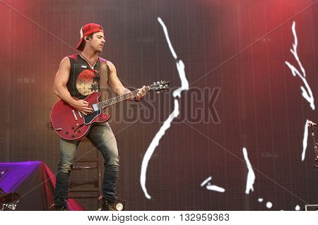 NEW YORK-JUN 26: Country musician Kip Moore performs onstage at the 2015 FarmBorough Festival - Day 1 at Randall's Island on June 26, 2015 in New York City.