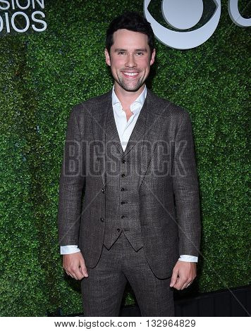 LOS ANGELES - JUN 02:  Benjamin Hollingsworth arrives to the 2016 CBS Summer Soiree  on June 02, 2016 in Hollywood, CA.