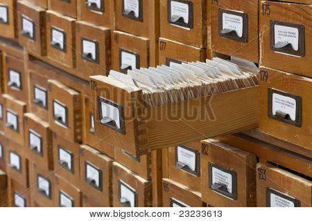 concepto de base de datos. Vintage gabinete. Catálogo de la tarjeta o el archivo de la biblioteca.