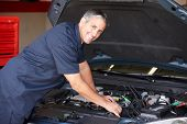 image of self-employment  - Mechanic at work - JPG