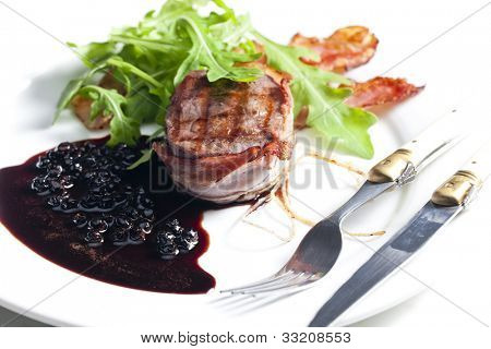 beefsteak grilled in bacon with sauce of juniper and red wine