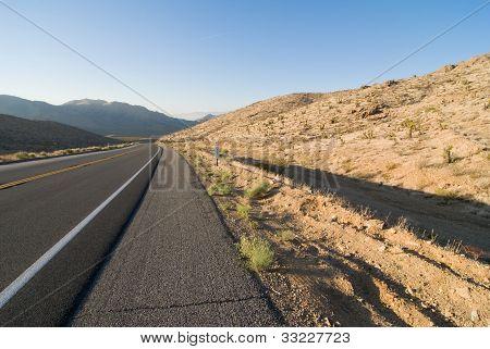Carretera del desierto de Lonley