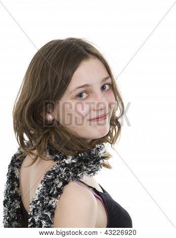 Pre teen jovem olhando sobre seu ombro