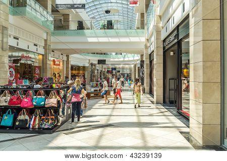 Pessoas compras