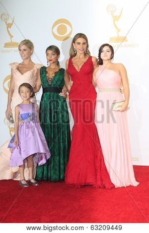 LOS ANGELES - SEP 22: Julie Bowen, Aubrey Anderson-Emmons, Sarah Hyland, Sofia Vergara, Ariel Winter, 65th Primetime Emmy Awards at Nokia Theater L.A. Live on September 22, 2013 in Los Angeles, CA