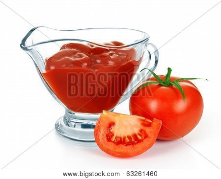 tomato sauce with tomato in glass bowl