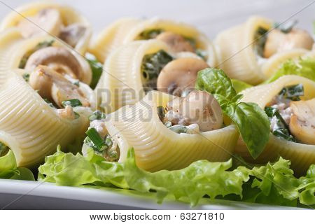 Lumakoni Italian Pasta Stuffed  Mushrooms, Cheese And Spinach