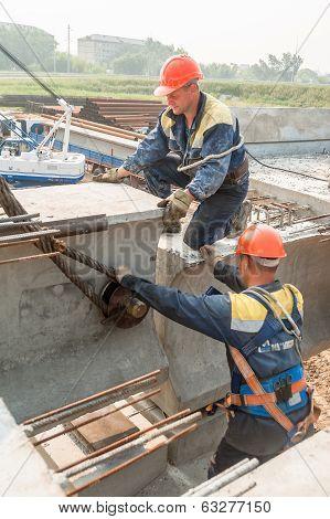 Workers mouning bridge span