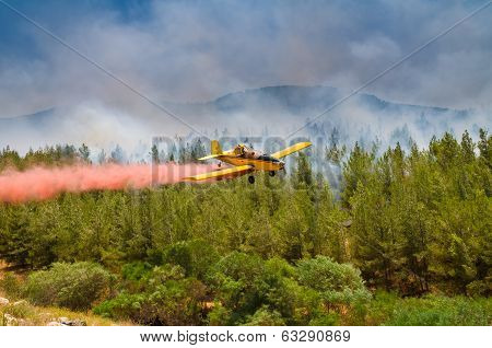 extinguishes the fire plane wildfire