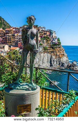Ancient Sculpture And View Of Manarola.  La Spezia, Liguria, Northern Italy.