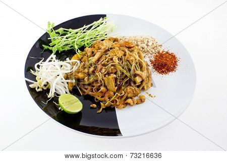 Thai Dish : Pad Thai With Dried Shrimp, Yellow Tofu, Organic Snow Pea Sprouts Or Toumyou, Bean Sprou