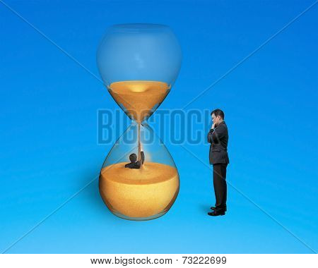 Boss Oversee Employee Flooded In Hourglass