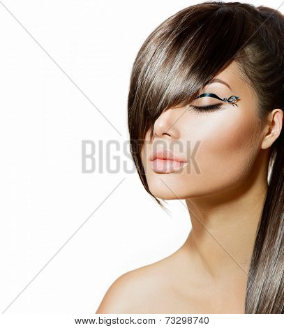 Fashion Glamour Beauty Girl With Stylish Hairstyle and Makeup. Fringe. Model Girl Portrait. Trendy Hair Style. Haircut. Glamour Girl. Eyeline.