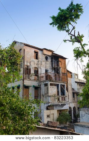 Very Old Concrete House In Ahmedabad