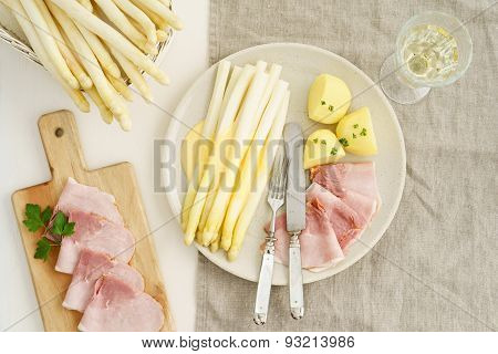 White Asparagus With Potatoes And Boiled Ham
