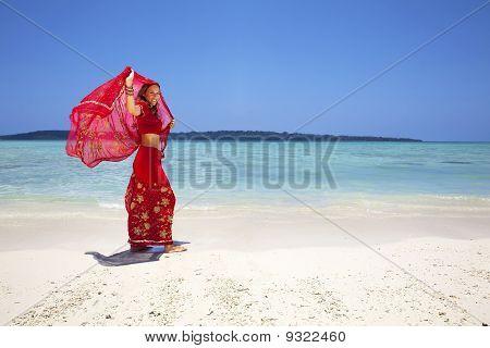 Rote Saree/Sari vom Ozean.