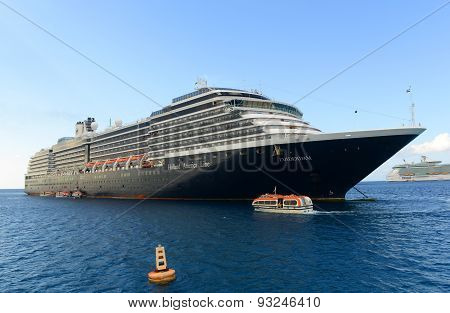 Cruise Ship Zuiderdam in Cayman Islands