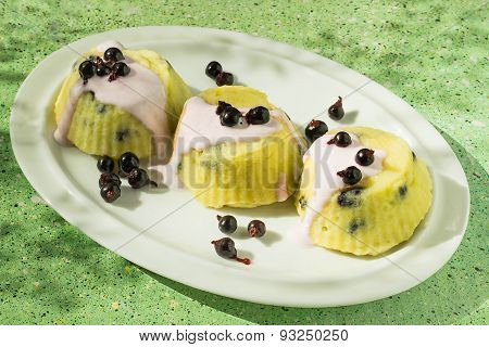 Cheesecake With Yogurt Sauce And Currants