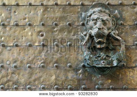 Lionhead handle