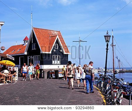 Tourists on quayside, Volendam.