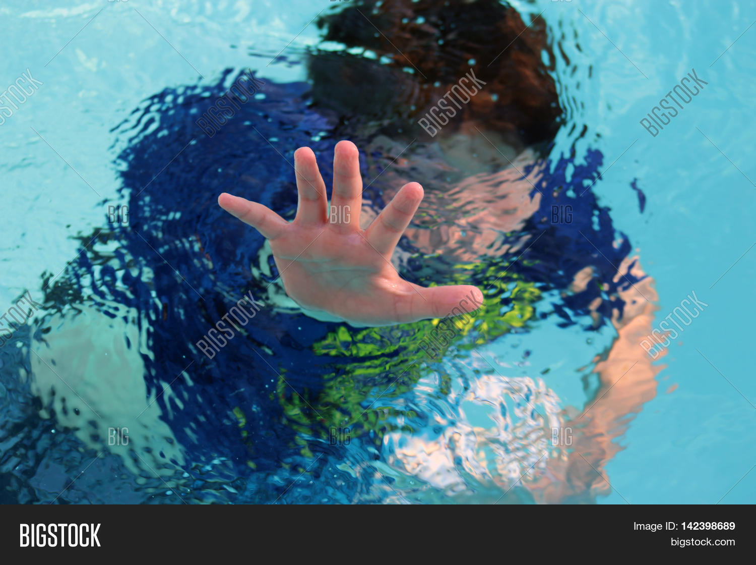 childhood drowning Safety: drowning statistics drowning doesn't look like drowning by mario vittone (reproduced with permission) the new captain jumped from the deck, fully dressed.