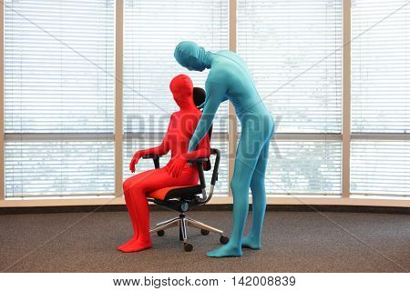 correct sitting position on office armchair training