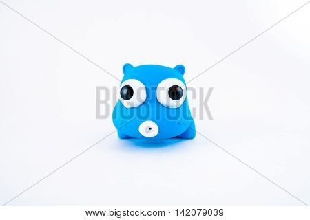 One blue hippo bath rubber clamping toy.