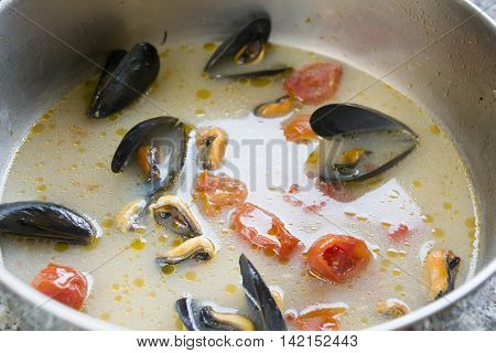 mussels impepata a soup of mussels with spicy peppered and tomatoes