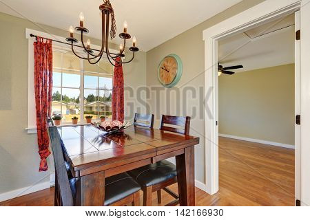 Cozy Dining Room With Large Oak Table