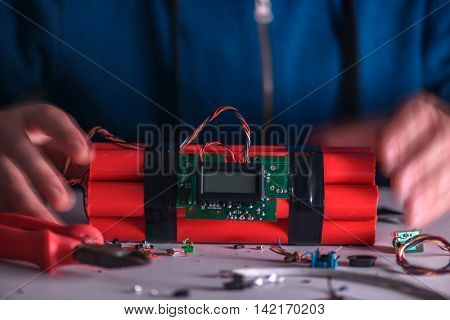 making bomb with digital timer