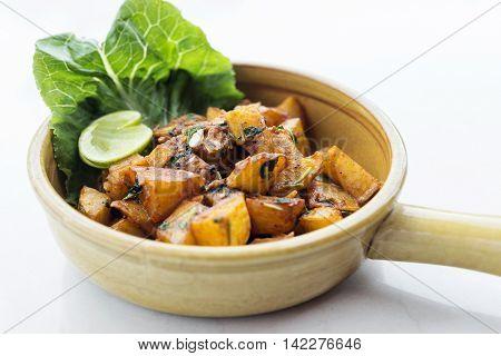 batata harra lebanese middle eastern spicy fried garlic herb potato snack food