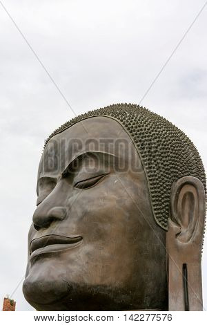 Big black Buddha head at Wat Thammikarat