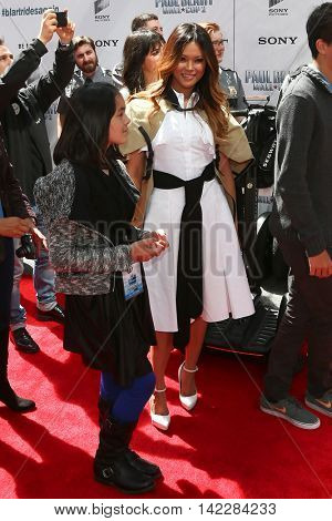 NEW YORK-APR 11: Actress/model Steffiana de la Cruz (R) and daughter Sienna-Marie attend the world premiere of
