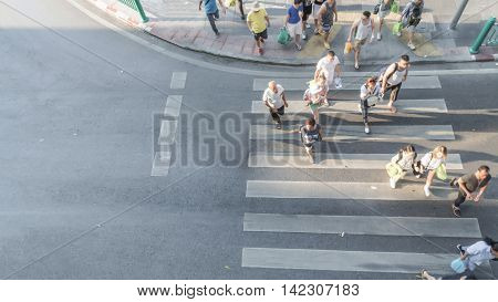 People are moving across the pedestrian crosswalk on top view (on top view)