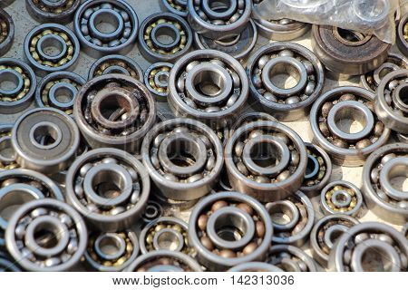 Old bearings. Flee market. Details.  details mechanisms