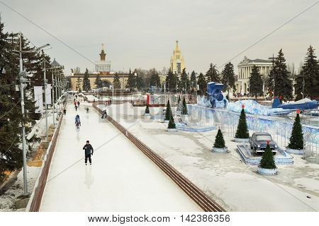MOSCOW, RUSSIA - MAR 9, 2015: People skate on big circle at Exhibition Centre, main rink country, above view