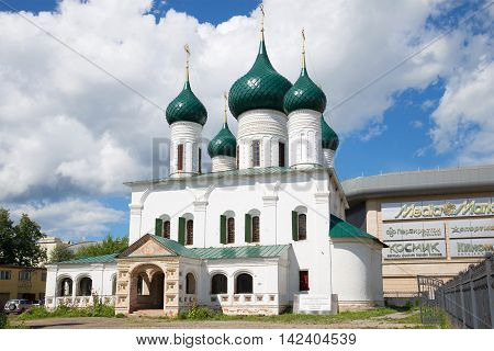 YAROSLAVL, RUSSIA - JULY 10, 2016: The Church of the ascension cloud july afternoon. Religious landmark  of the city Yaroslavl