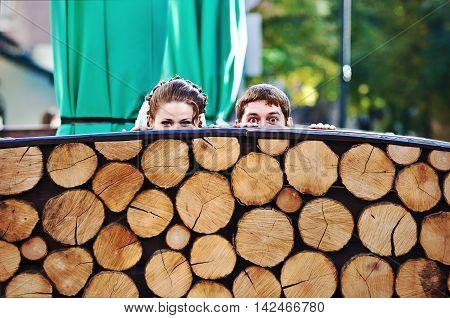 Peeper Joked Wedding Couple From Wooden Stumps