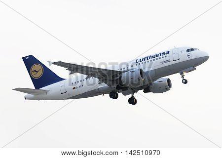 Airbus A319-100 Lufthansa Take Off